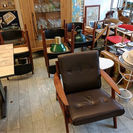 6 wood dining chairs, 2 wood/leather side chairs