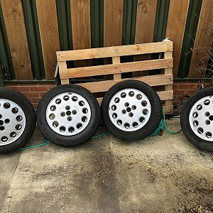 Aufträge Set of 4 car alloy wheels